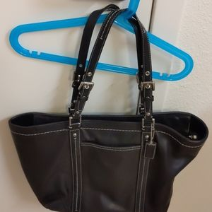 Re Posh Excellent Condition Coach Handbag